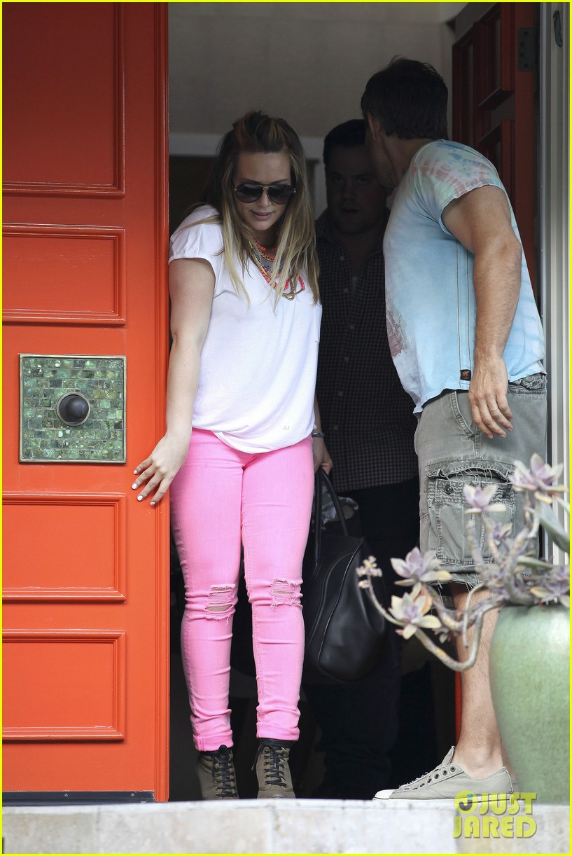 hilary duff house party with family 14