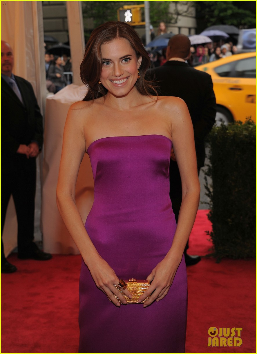 lena dunham allison williams girls at met ball 2012 072658711