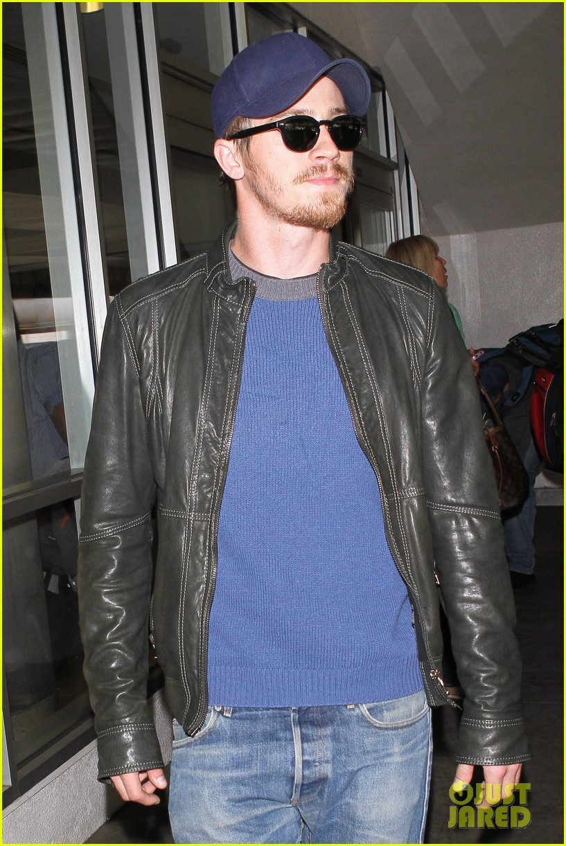 kirsten dunst garrett hedlund home from cannes 19