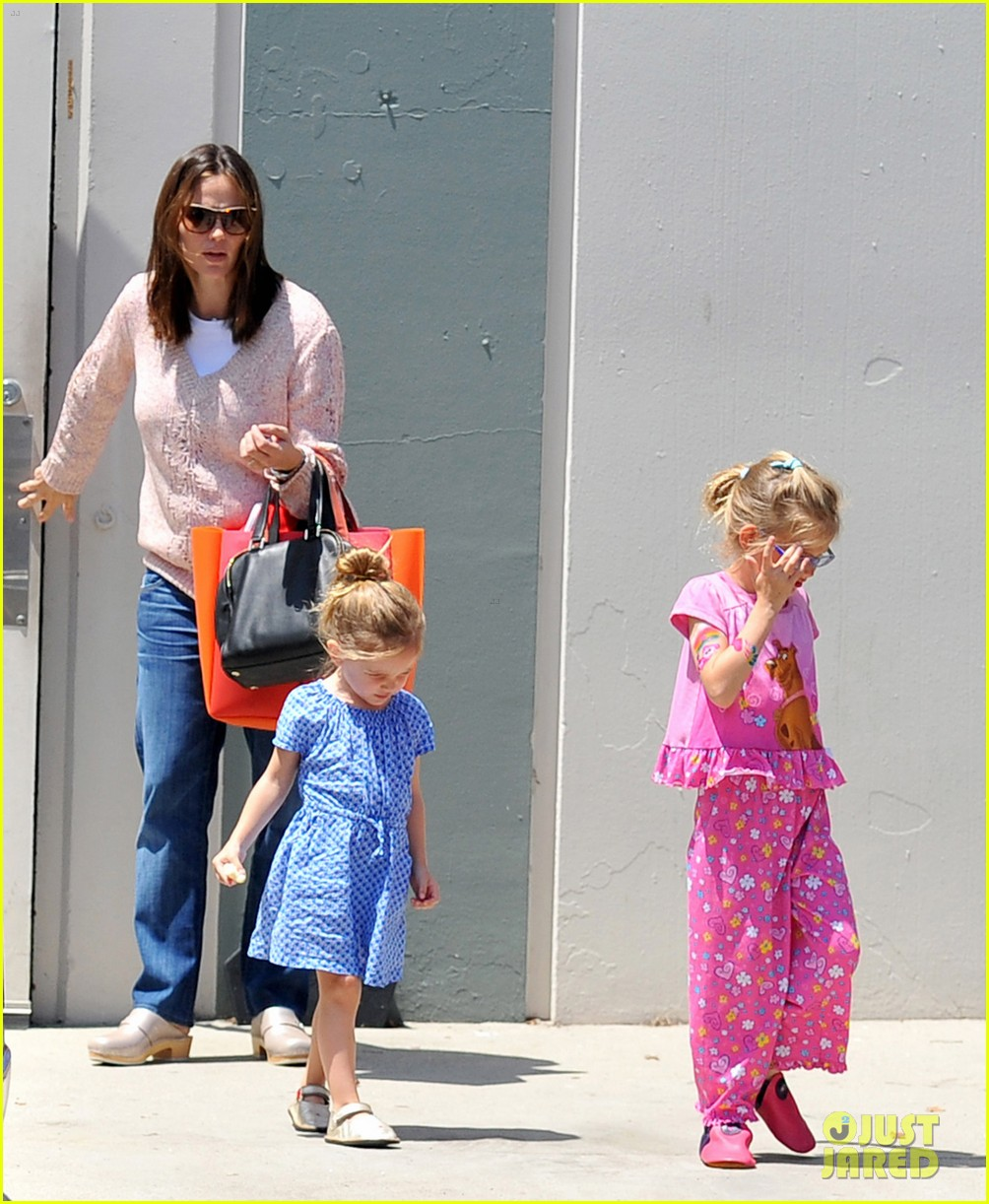 garner affleck saturday errands 102657477