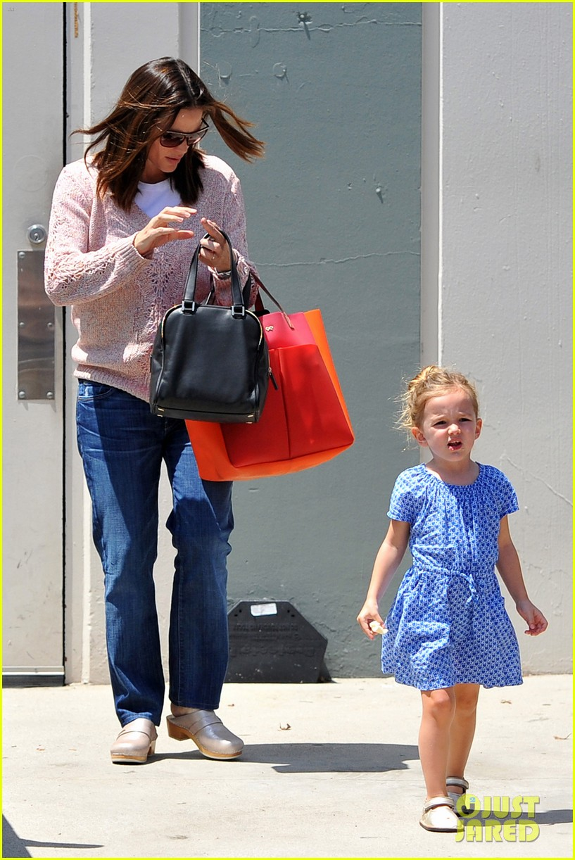 garner affleck saturday errands 11