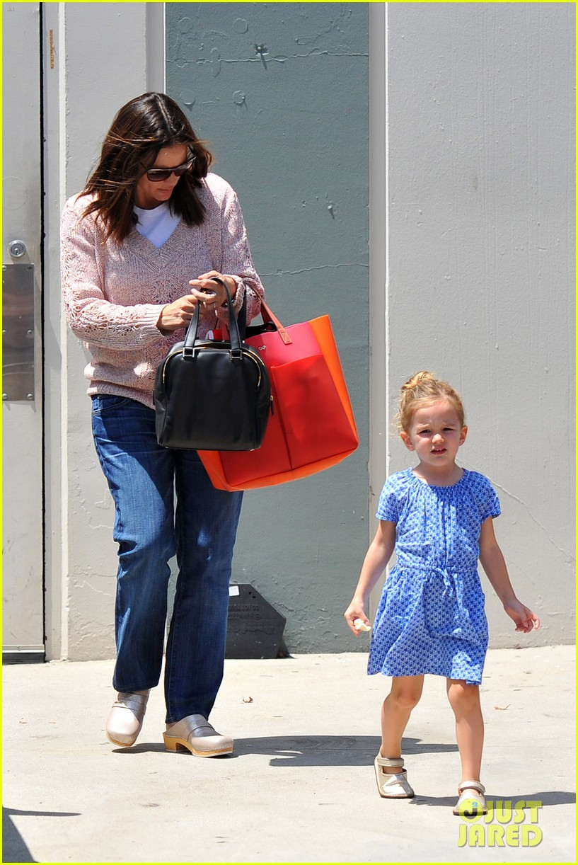 garner affleck saturday errands 14