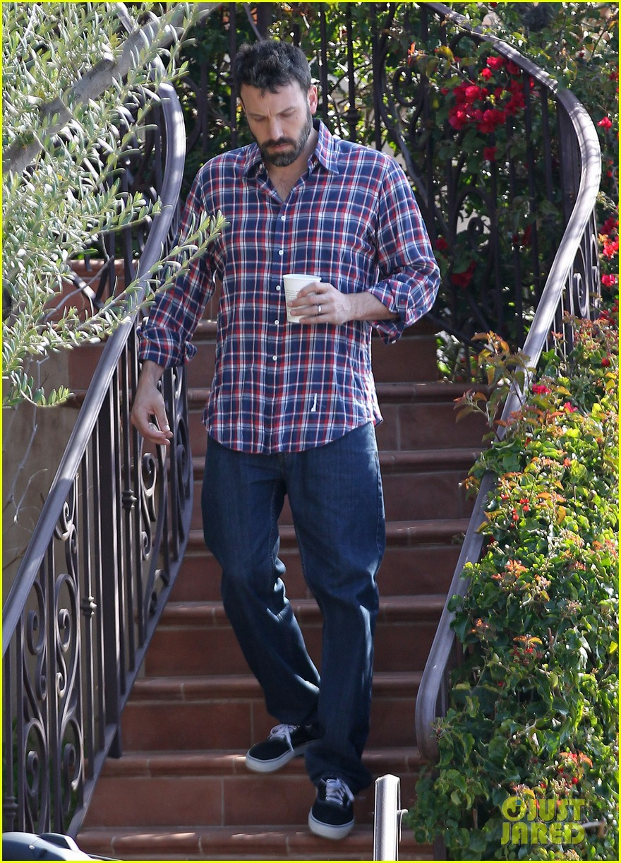 garner affleck saturday errands 152657482