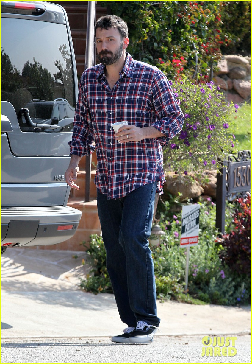 garner affleck saturday errands 182657485