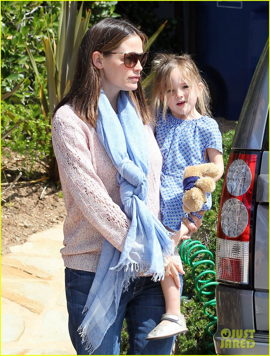 garner affleck saturday errands 19