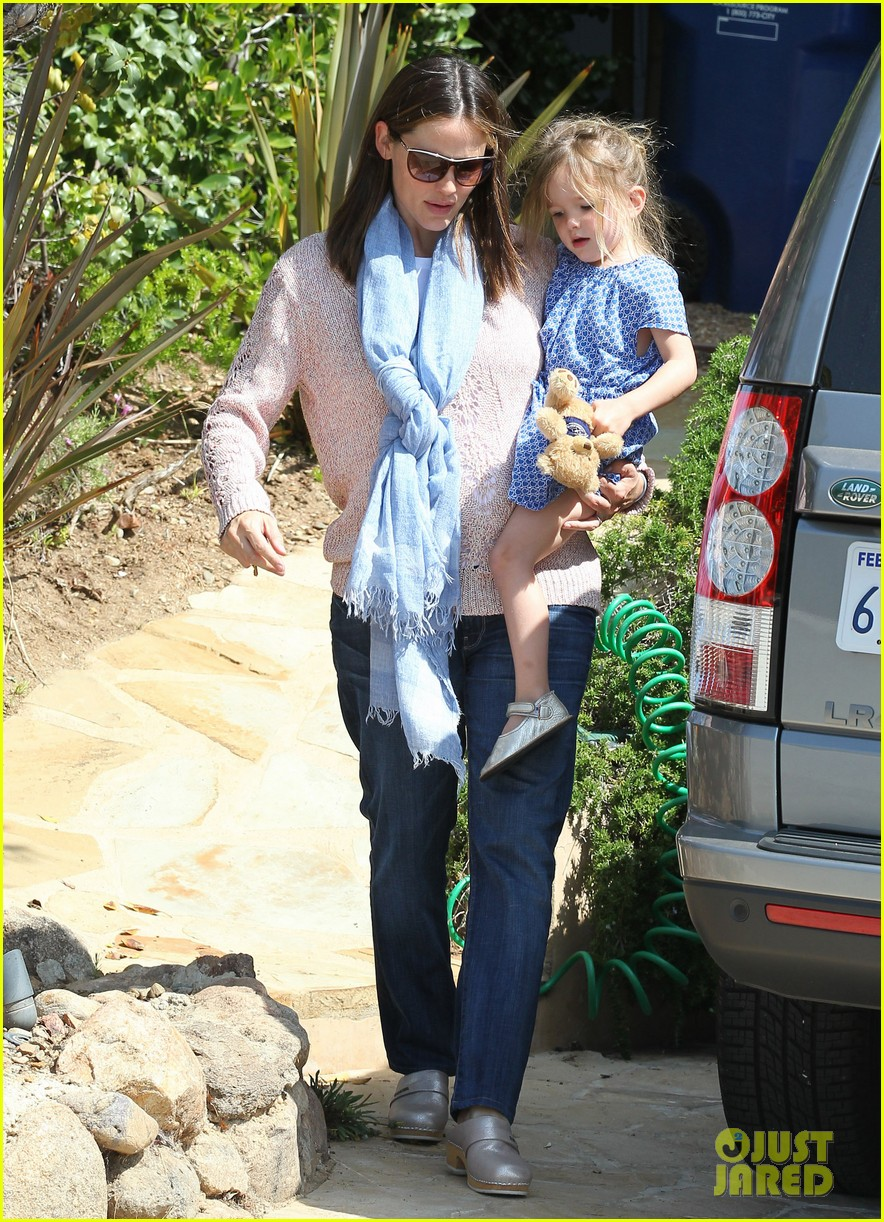garner affleck saturday errands 20