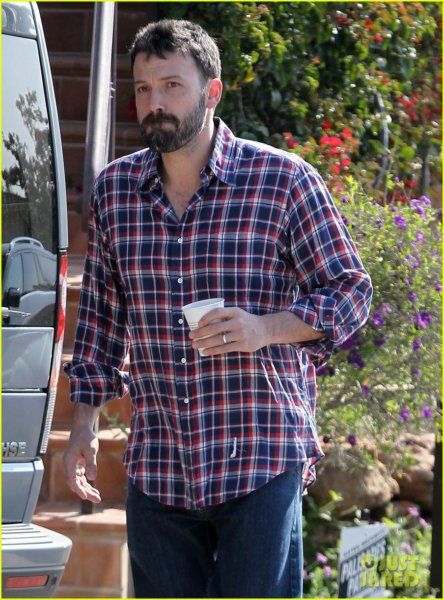 garner affleck saturday errands 212657488