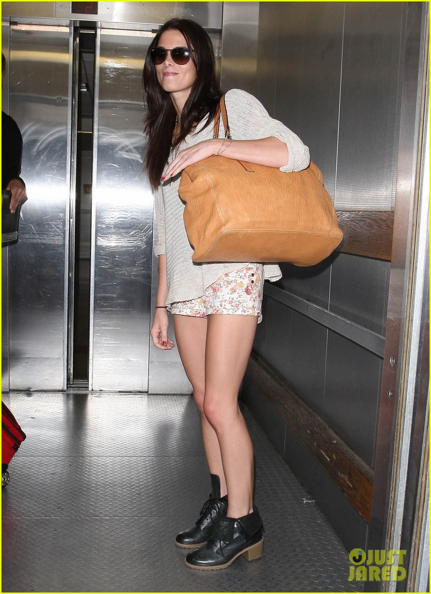 ashley greene lax landing 05
