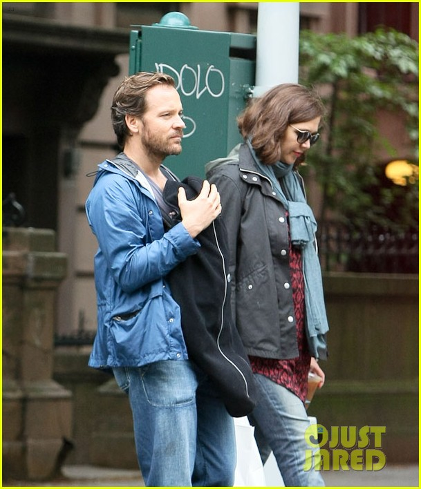 maggie gyllenhaal nyc may stroll 012657893