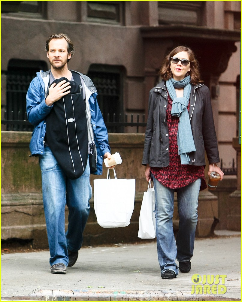 maggie gyllenhaal nyc may stroll 032657895