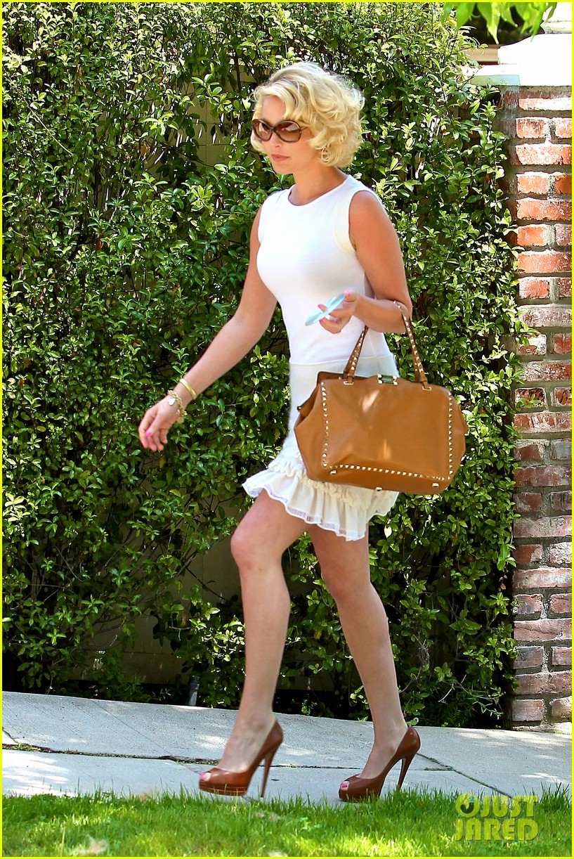 katherine heigl white dress fabric store 01