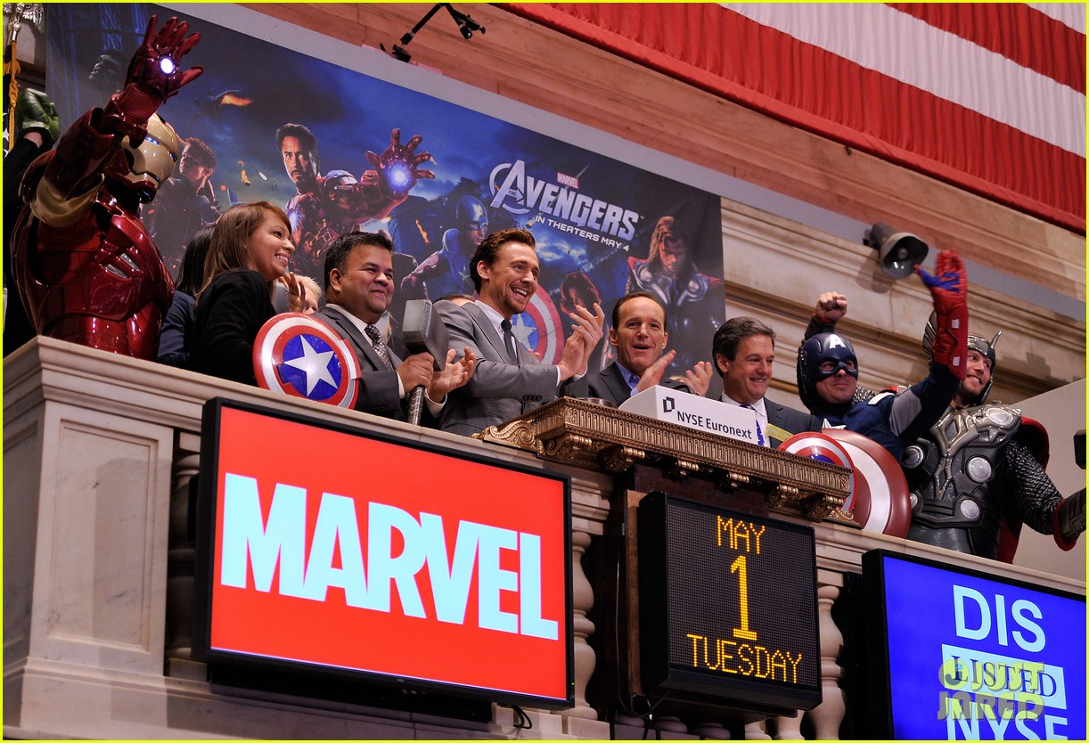 tom hiddleston avengers opening bell with clark gregg 042656425