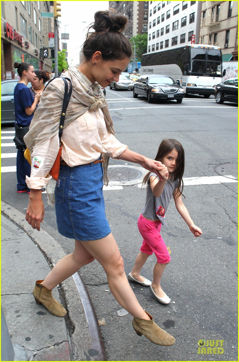 katie holmes suri back big apple 03
