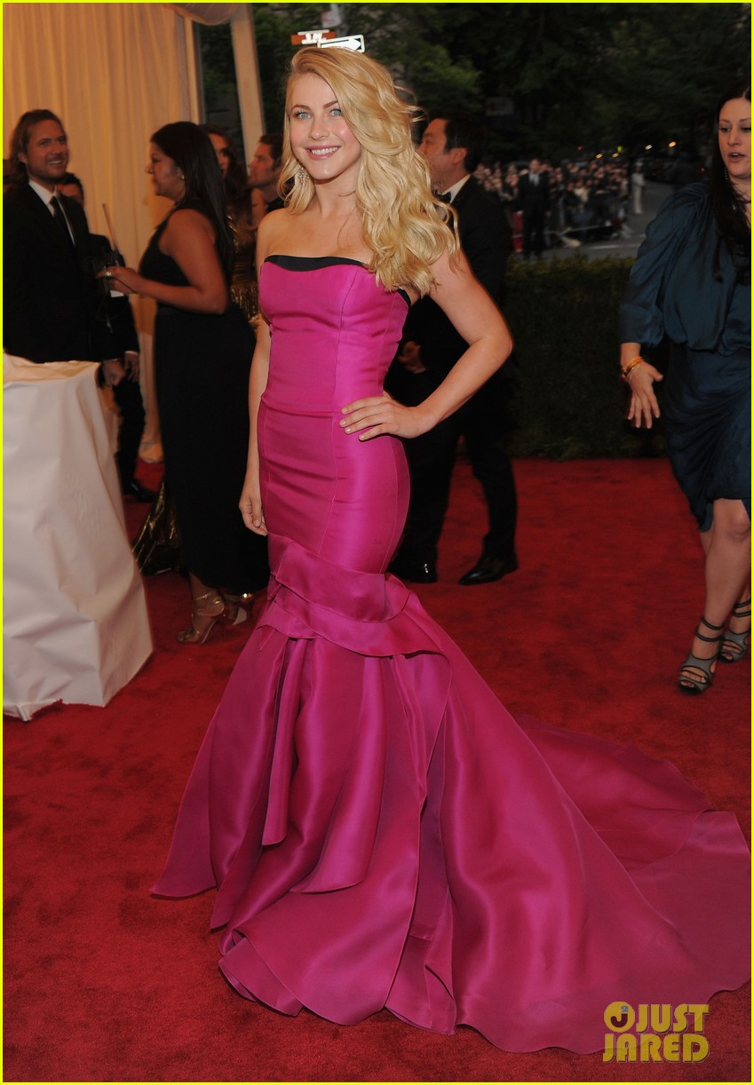 julianne hough ryan seacrest 2012 met ball 04