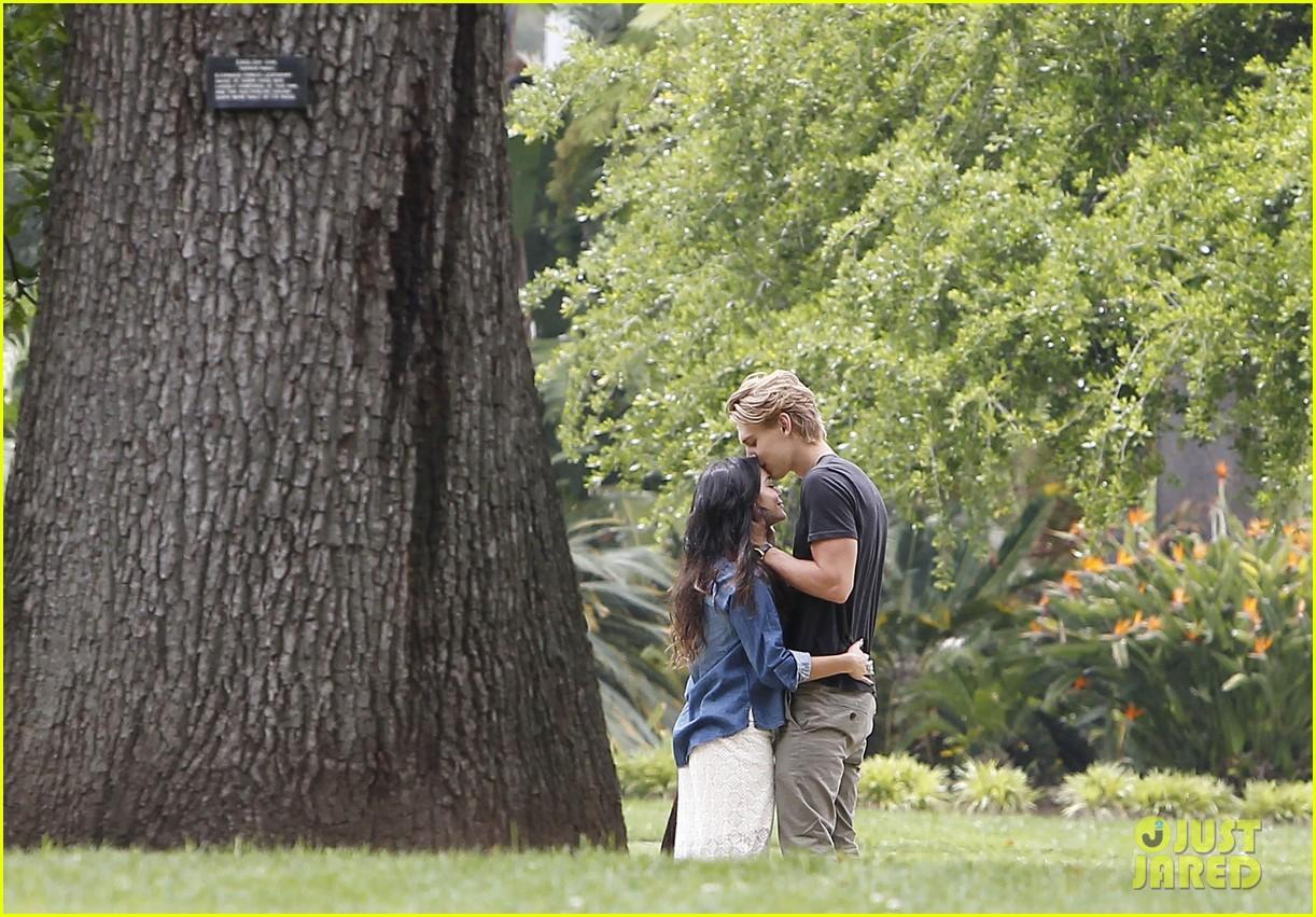 Vanessa Hudgens Austin Butler Botanical Garden Date Photo
