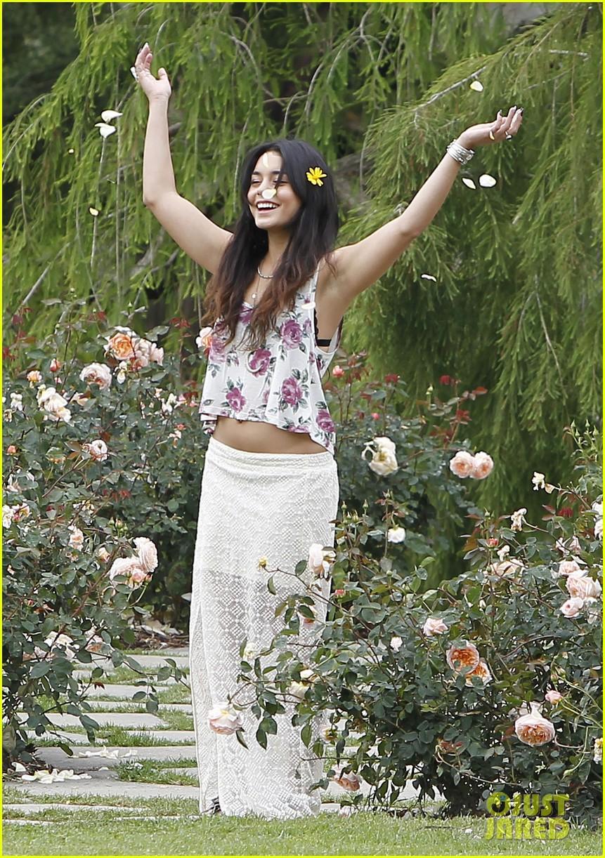 Vanessa Hudgens & Austin Butler: Botanical Garden Date