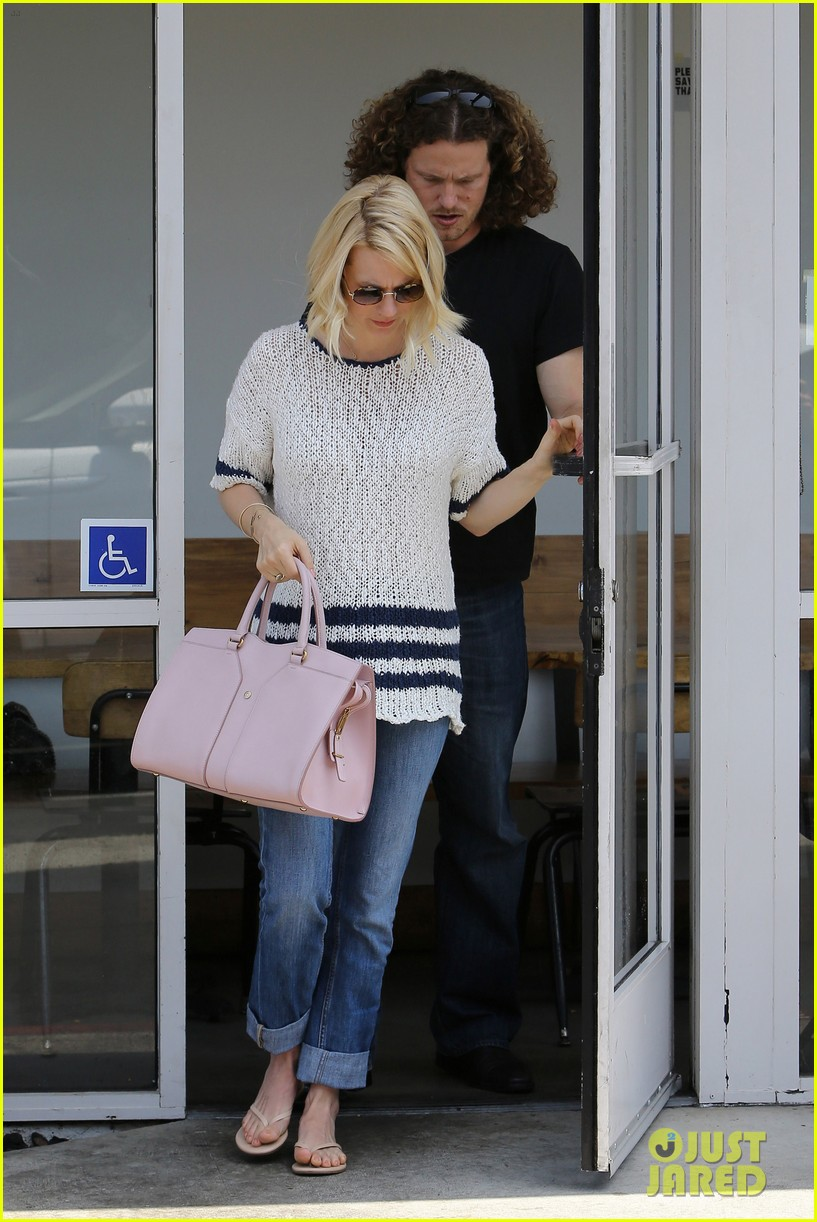 january jones lunch in bev hills 15