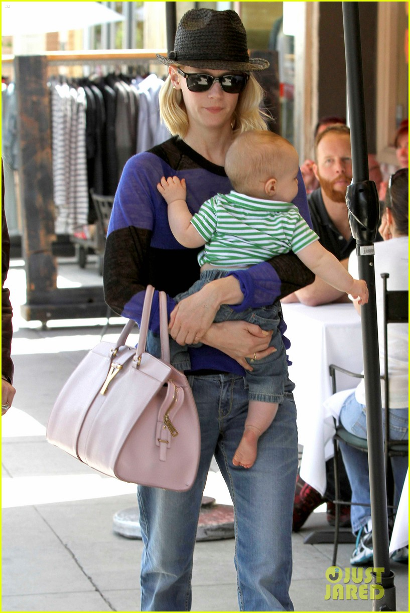 january jones lunch with xander 03