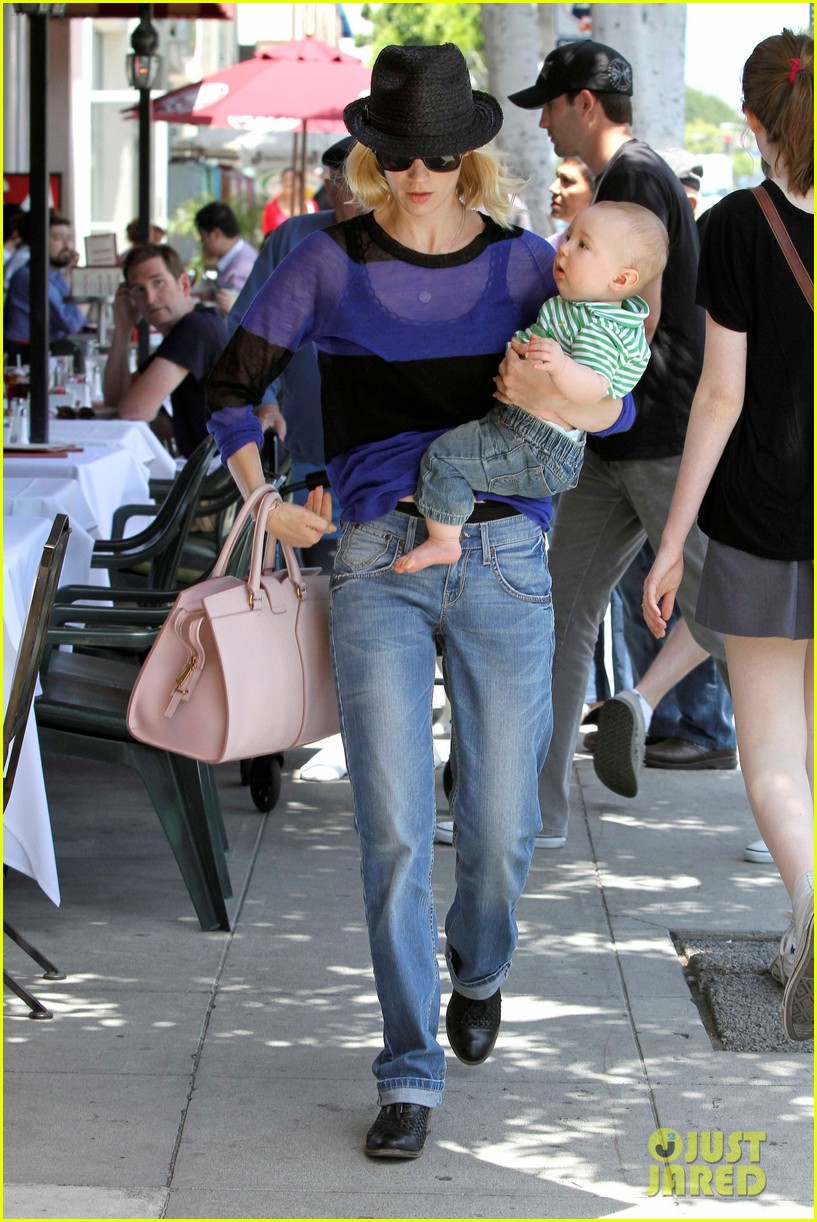january jones lunch with xander 052660652