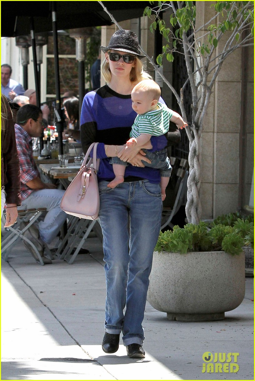 january jones lunch with xander 13