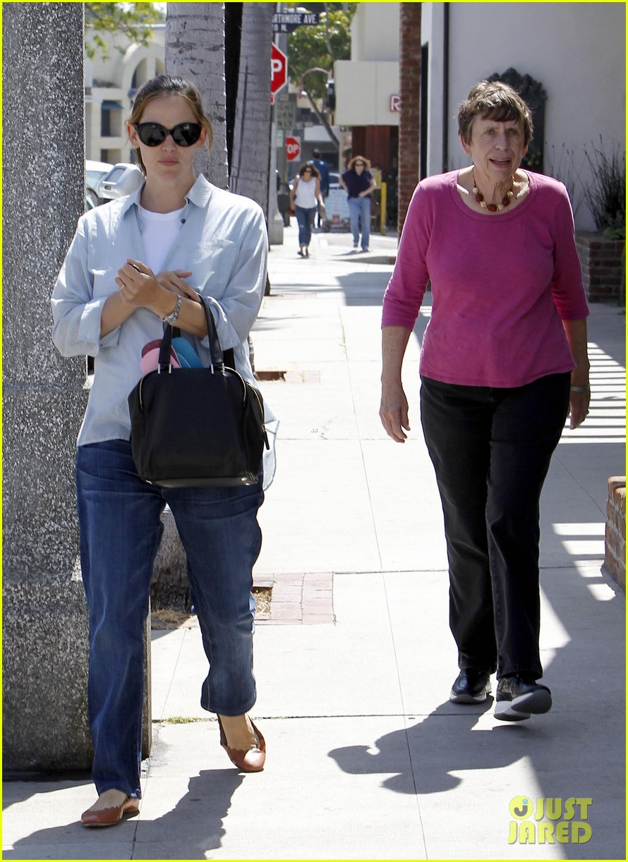 jennifer garner with mom 03