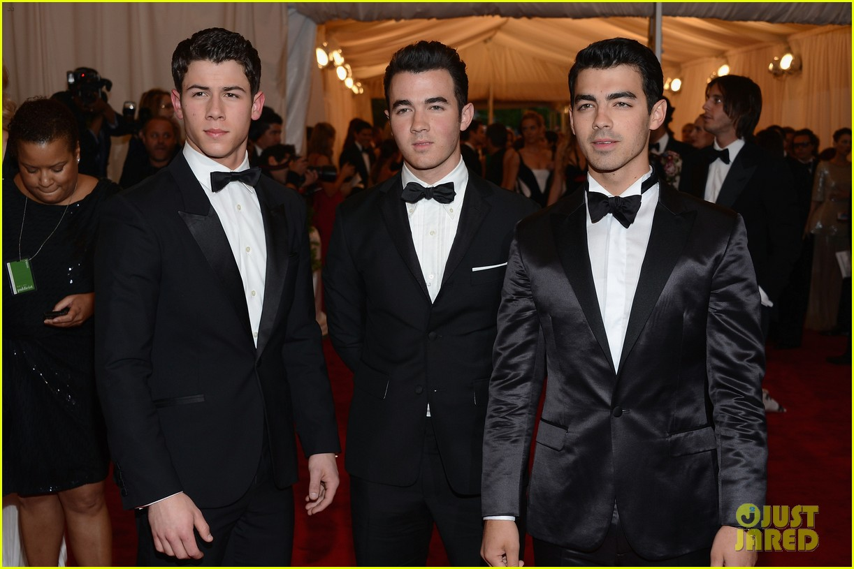 jonas brothers met ball 2012 012658819