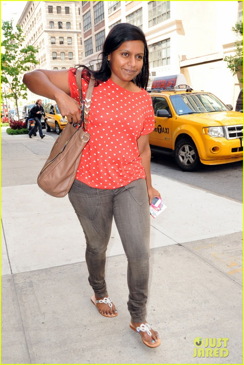 mindy kaling makeup free 02