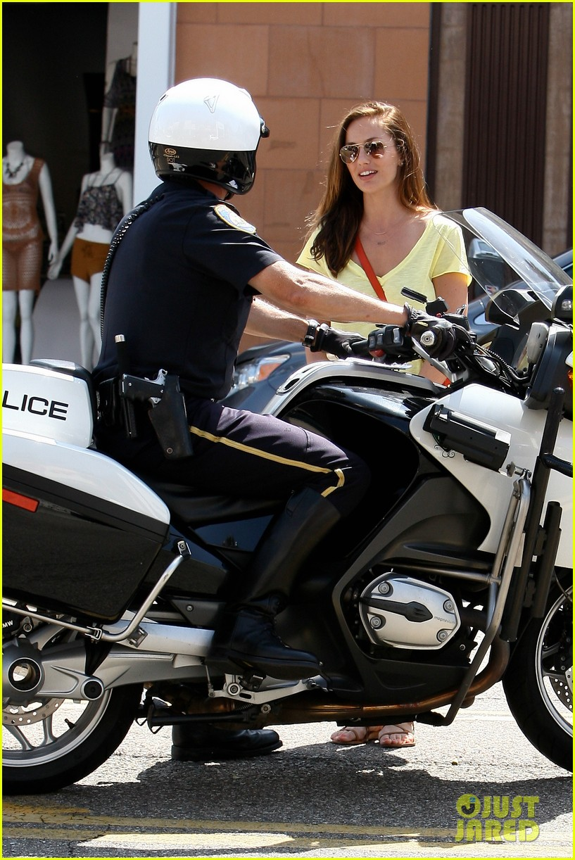 minka kelly police officer errands 022659235