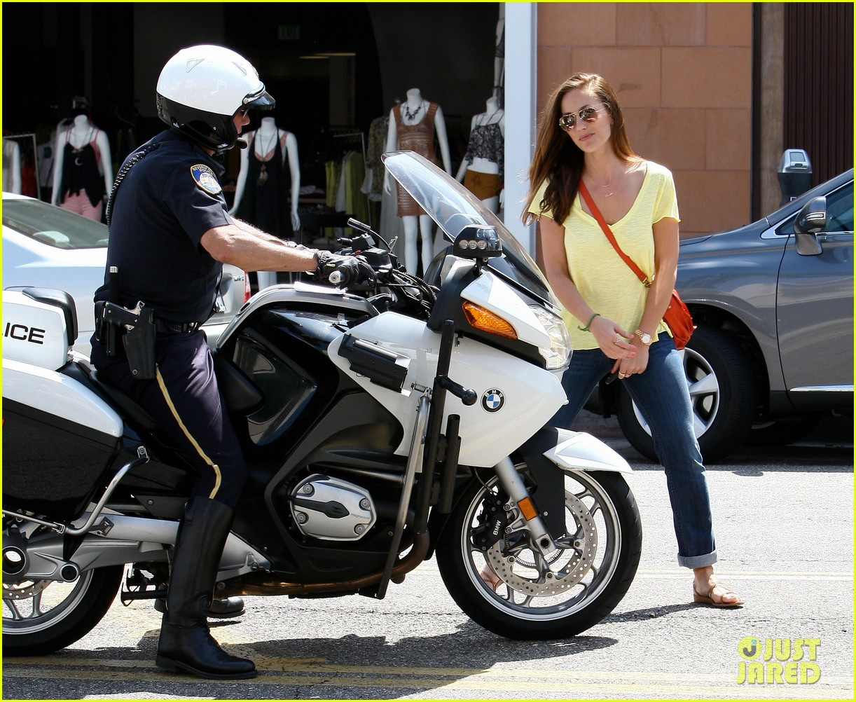 minka kelly police officer errands 032659236