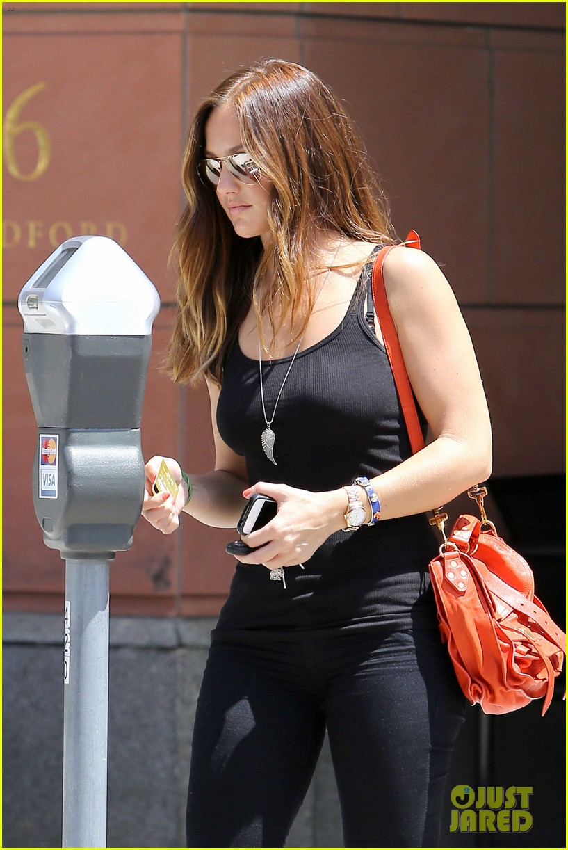 minka kelly police officer errands 042659237