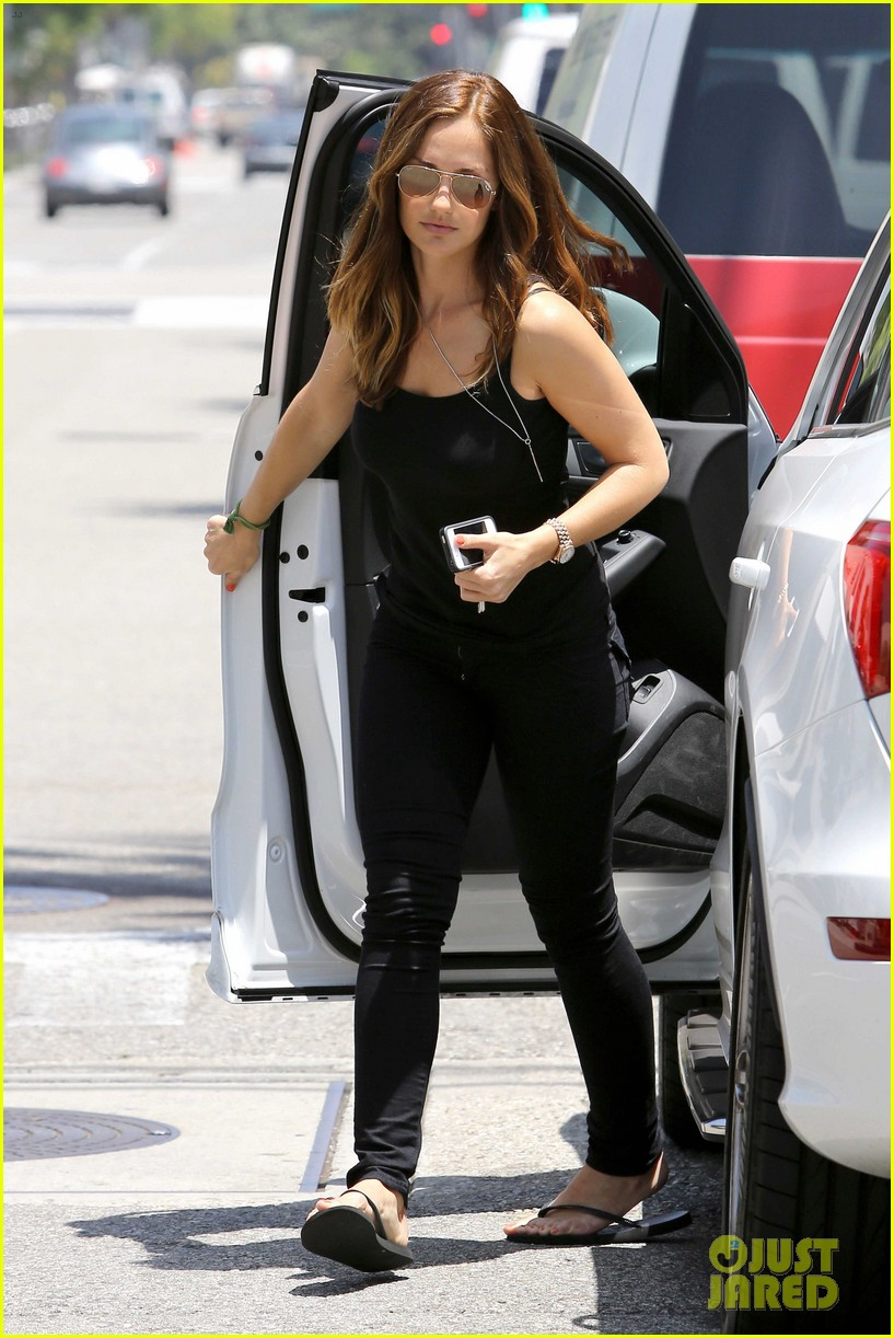 minka kelly police officer errands 072659240