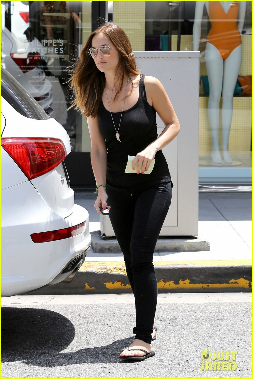 minka kelly police officer errands 092659242