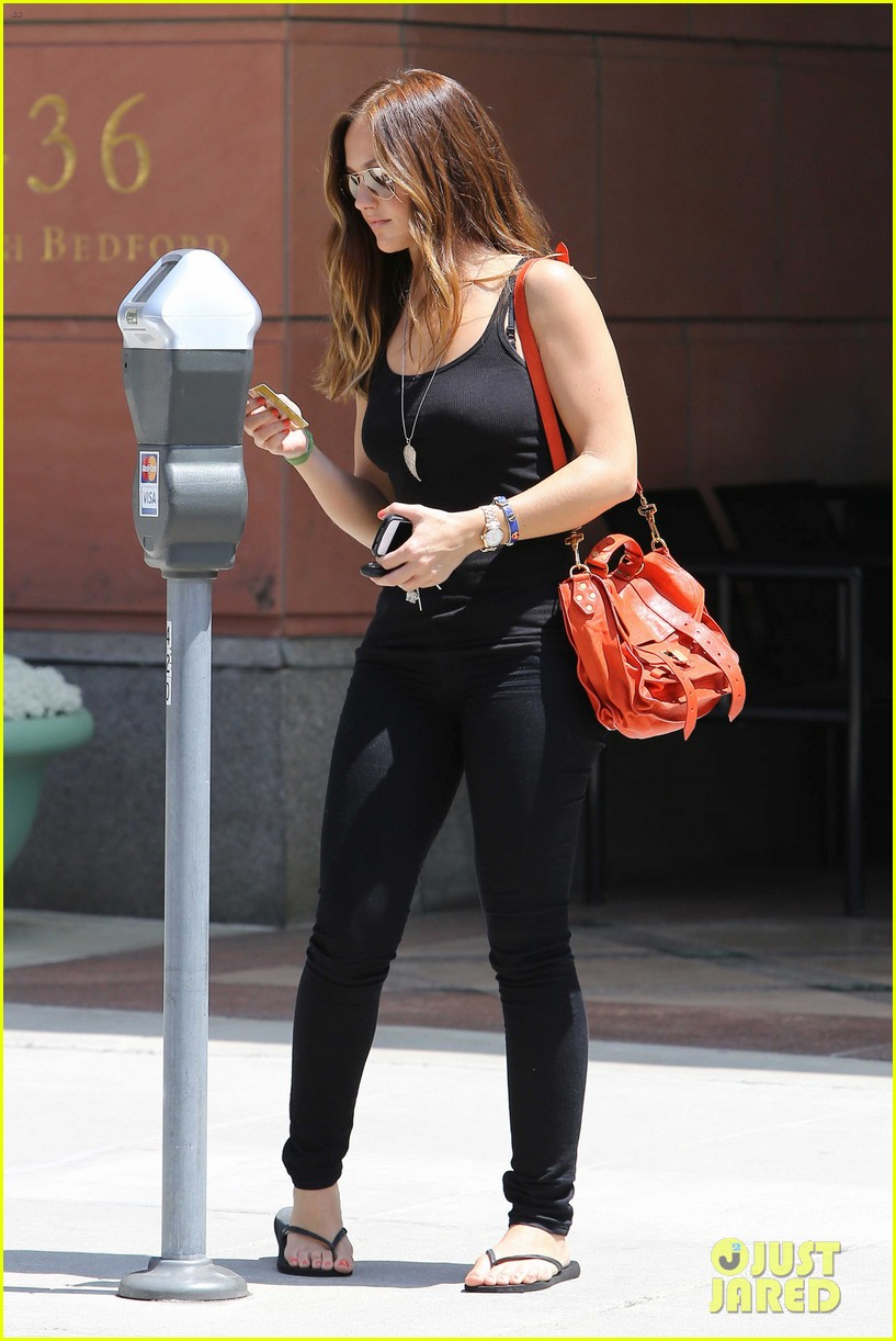 minka kelly police officer errands 102659243