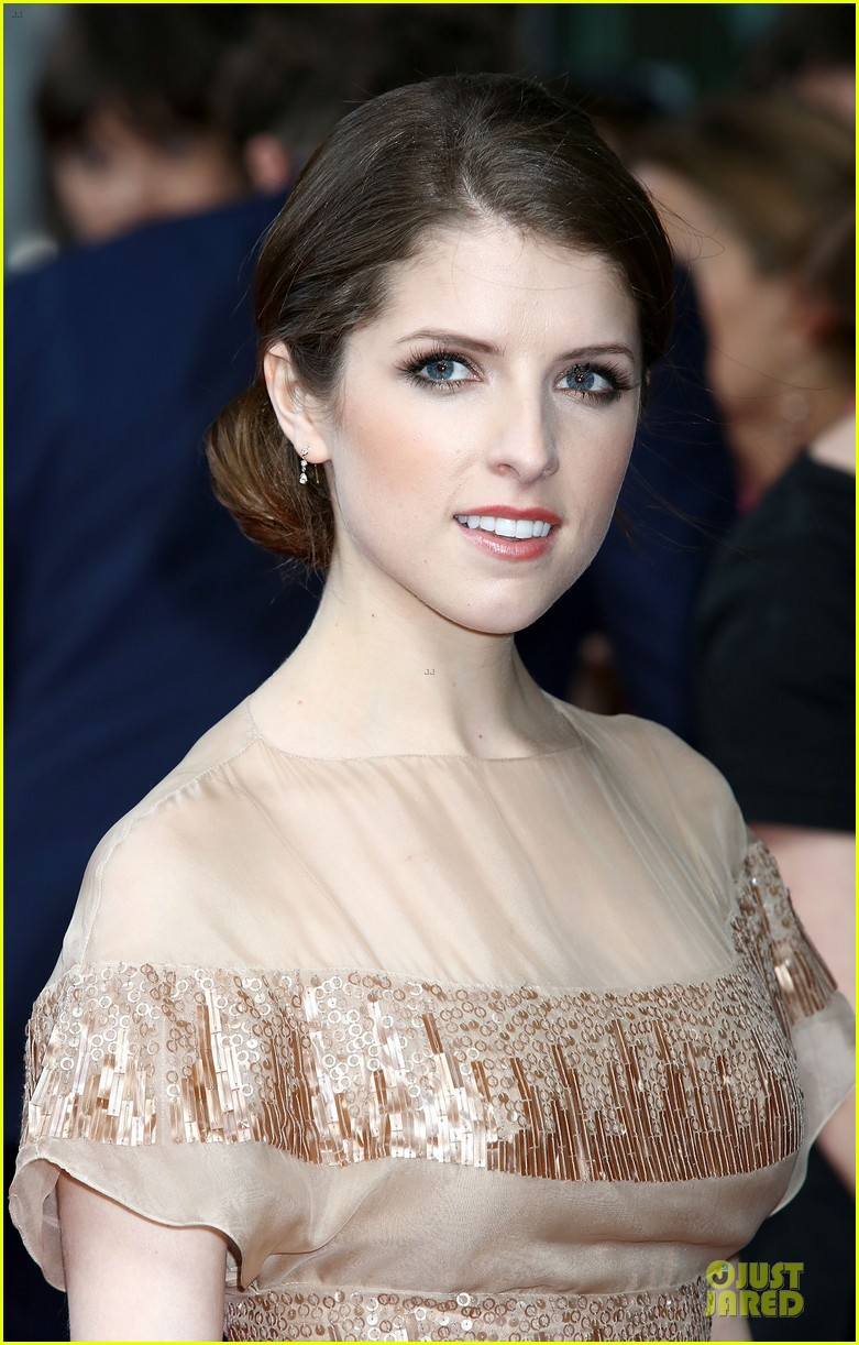 anna kendrick chace crawford what to expect premiere 052665573