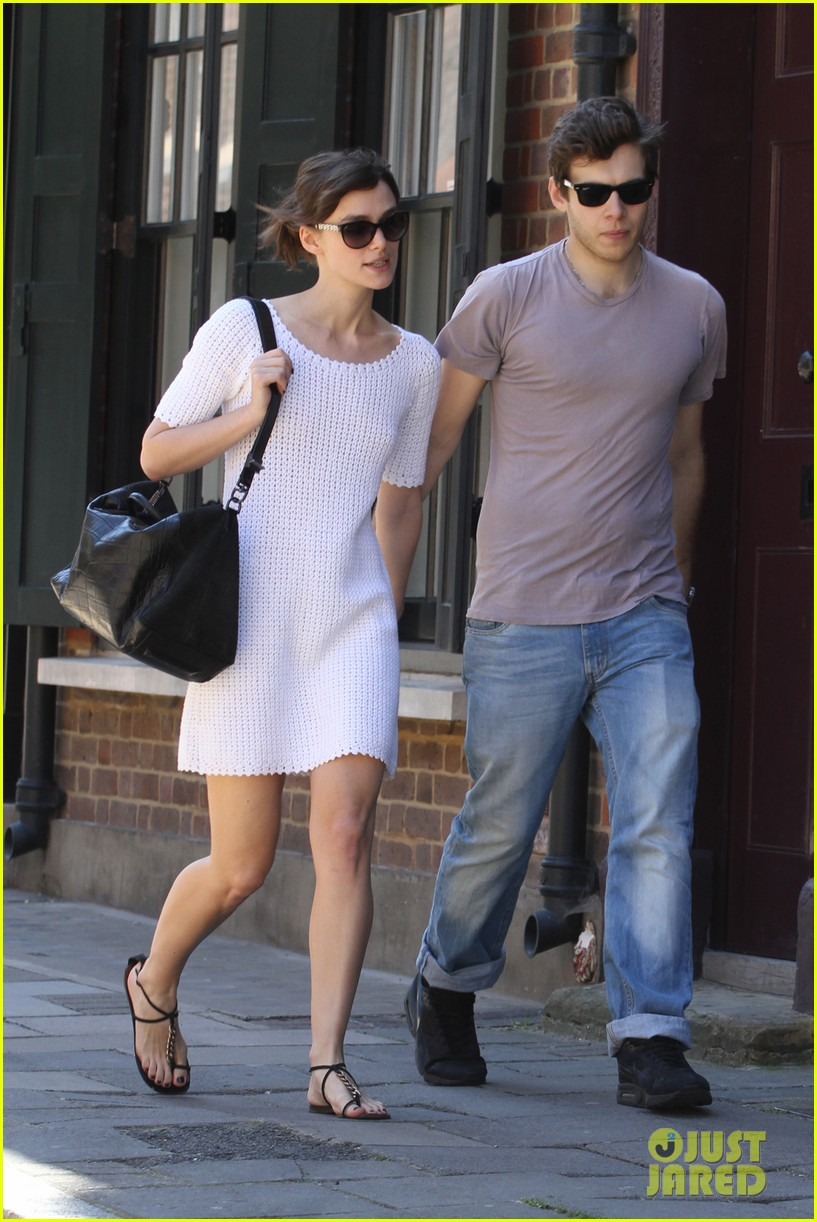 keira knightley spotted with ring 04