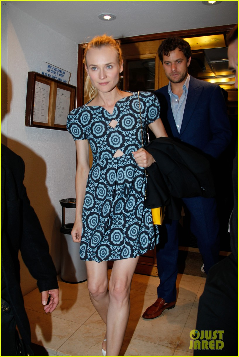 diane kruger joshua jackson seafood supper in cannes 04