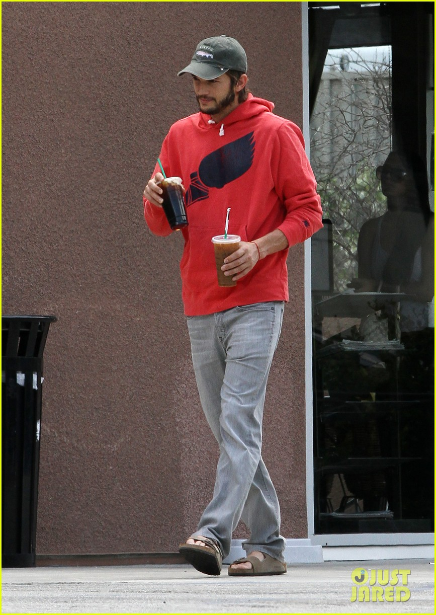 ashton kutcher coffee break 01
