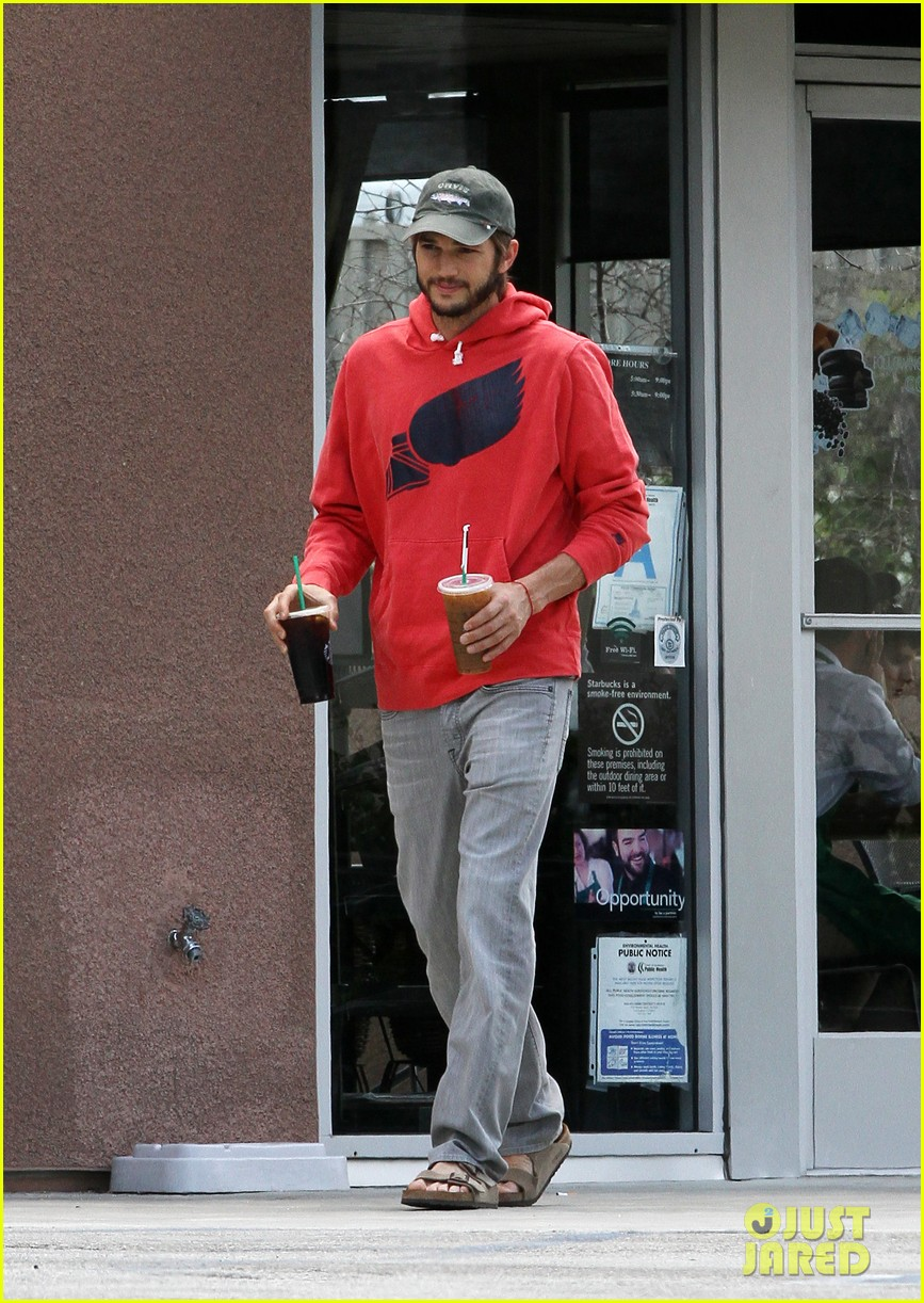 ashton kutcher coffee break 022667094