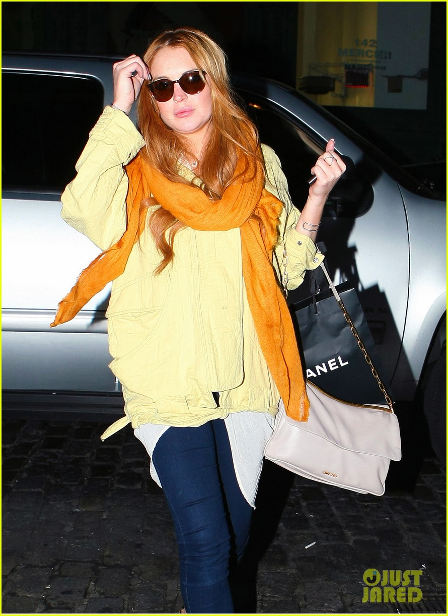 lindsay lohan chanel shopper 11