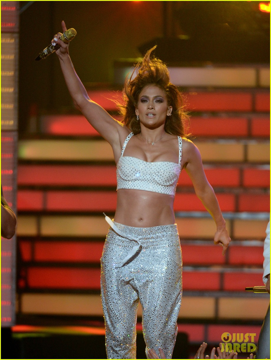 jennifer lopez american idol finale performance 18