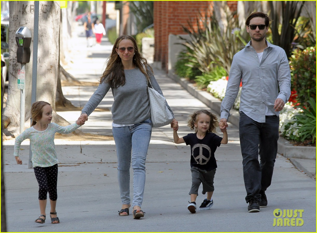 tobey maguire family stroll 122655885