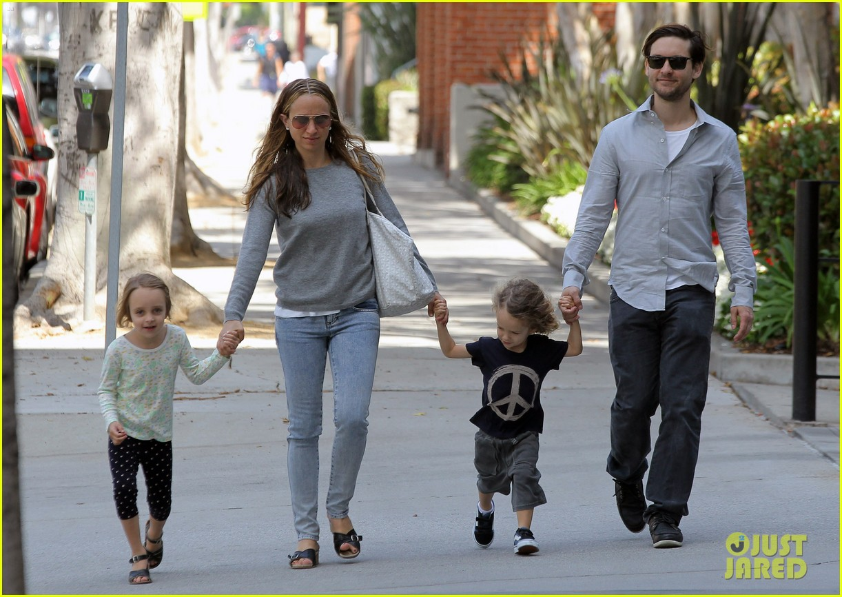 tobey maguire family stroll 132655886