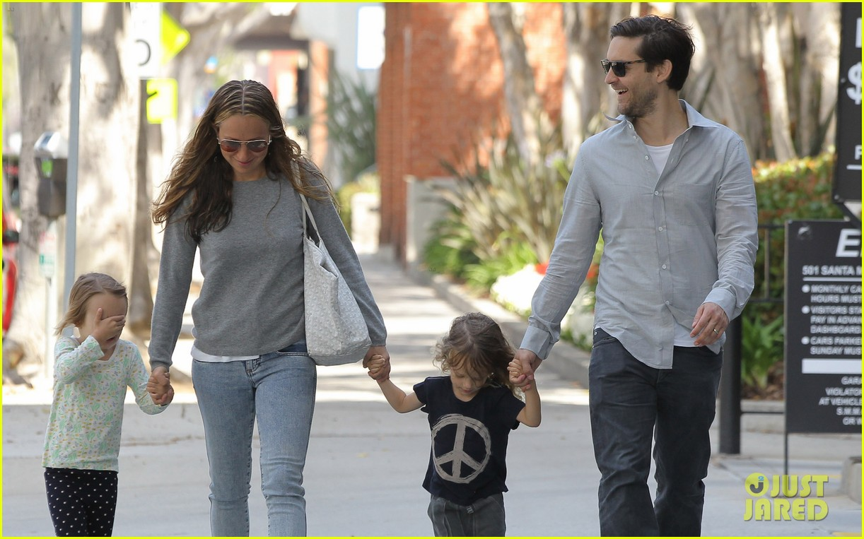 tobey maguire family stroll 142655887