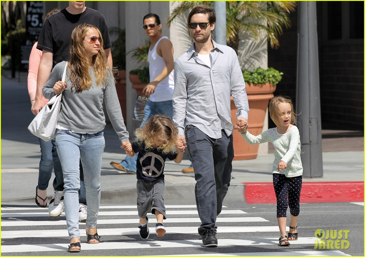 tobey maguire family stroll 192655892
