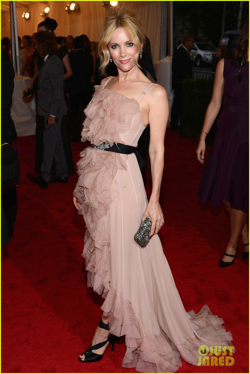 leslie mann met ball 2012 with judd apatow 01