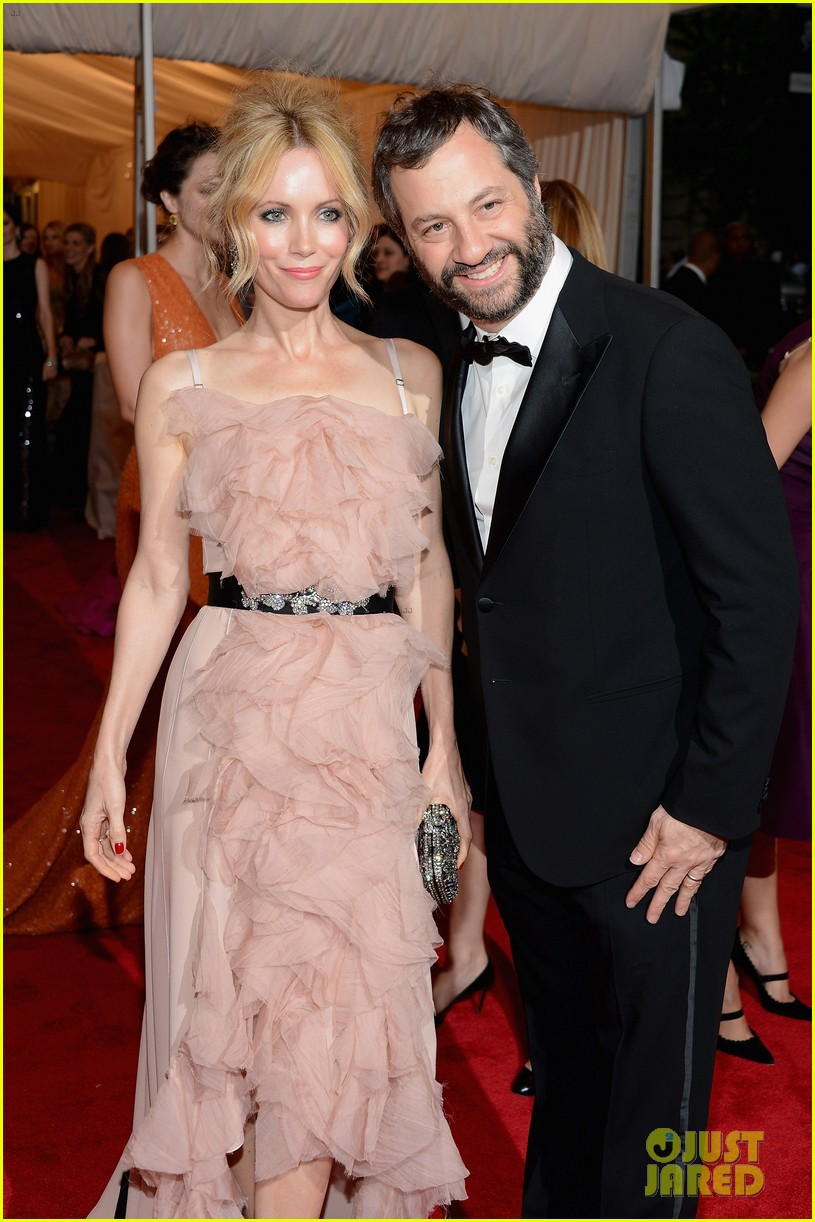 leslie mann met ball 2012 with judd apatow 022658779