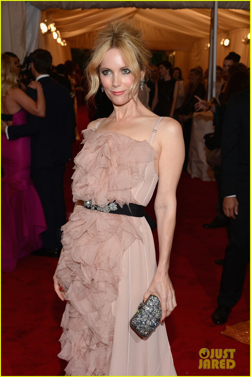 leslie mann met ball 2012 with judd apatow 032658780