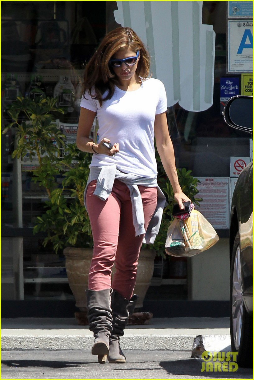 Eva Mendes: Sunday Starbucks Run