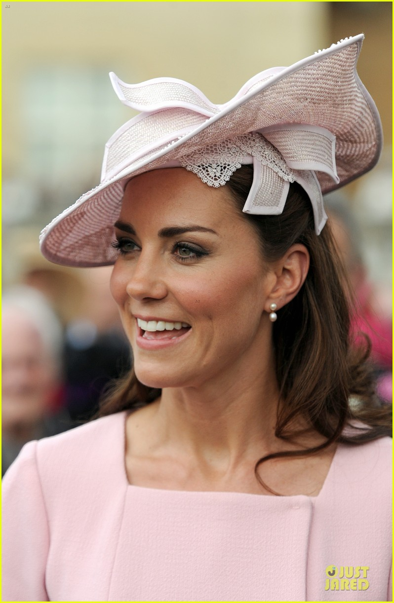 kate middleton buckingham tea party 02