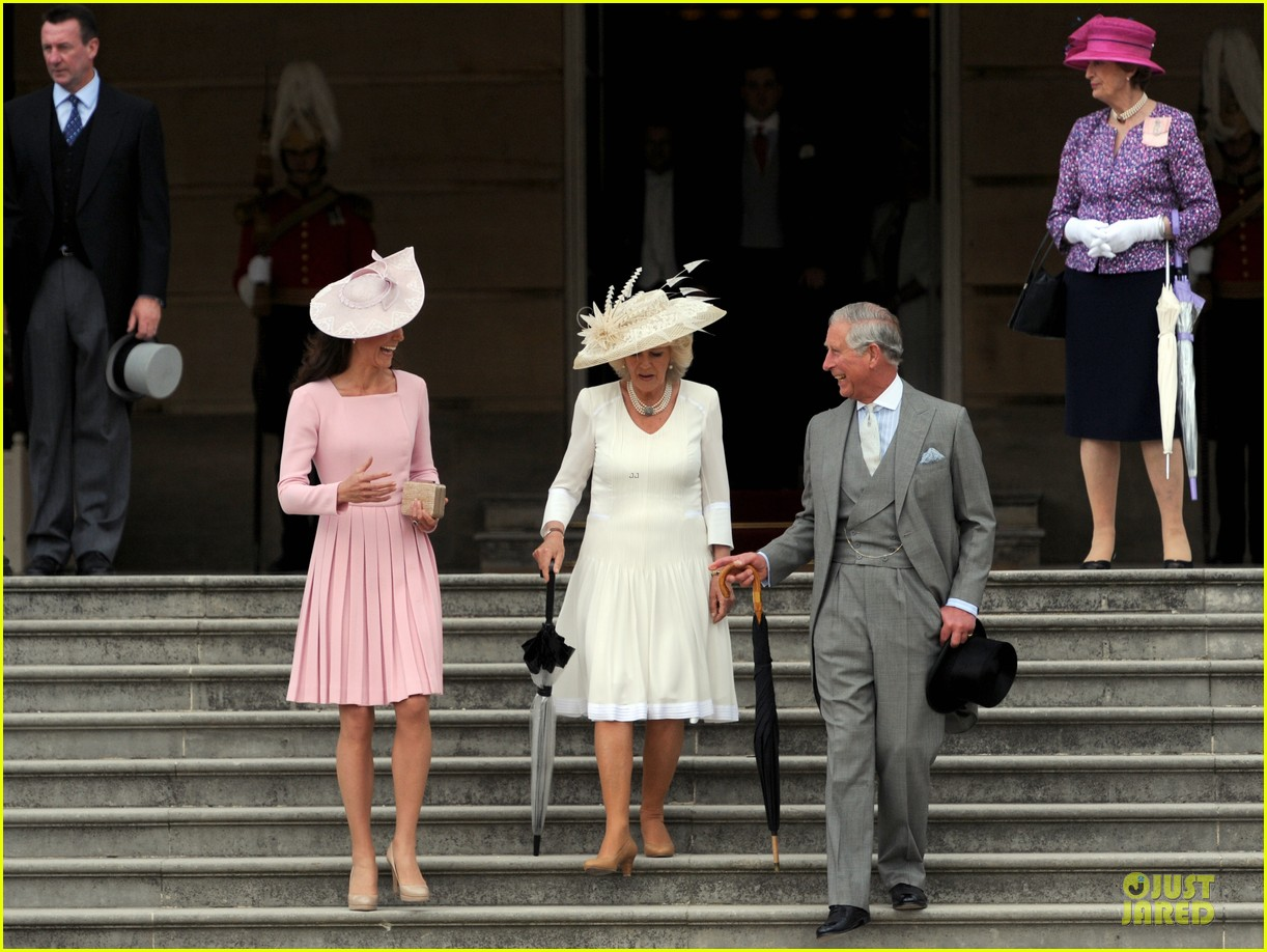 kate middleton buckingham tea party 032668069